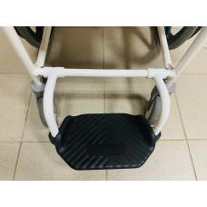 Кресло-стул с санитарным оснащением Levina 400
